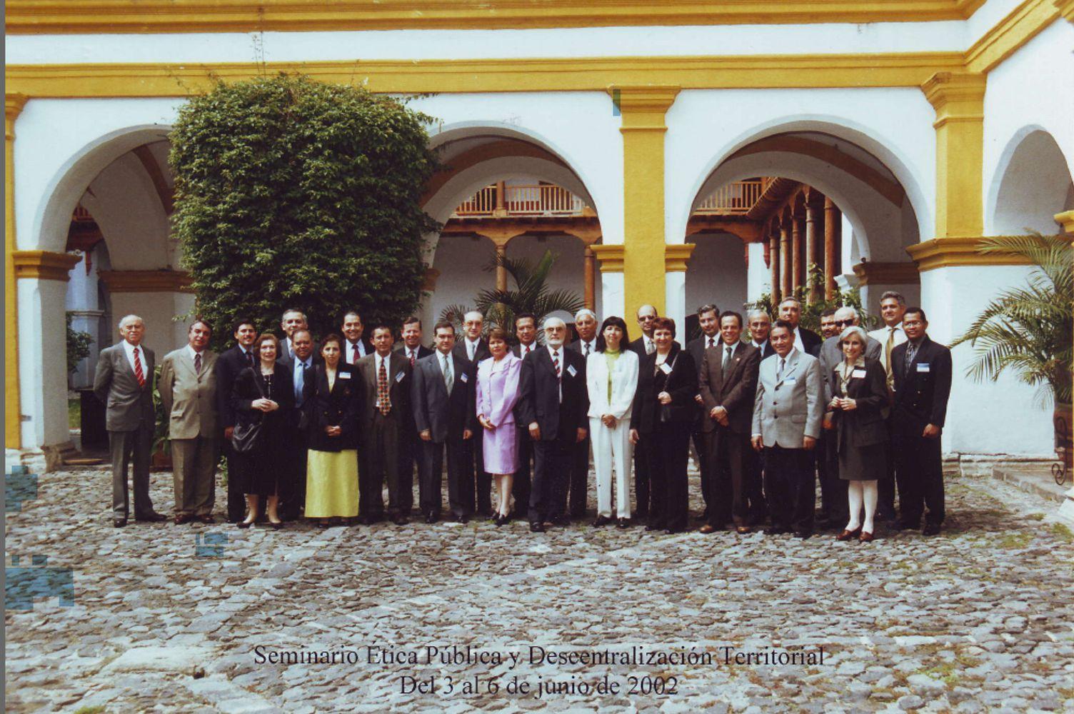Foto de grupo: La antigua (Guatemala), Junio 2002